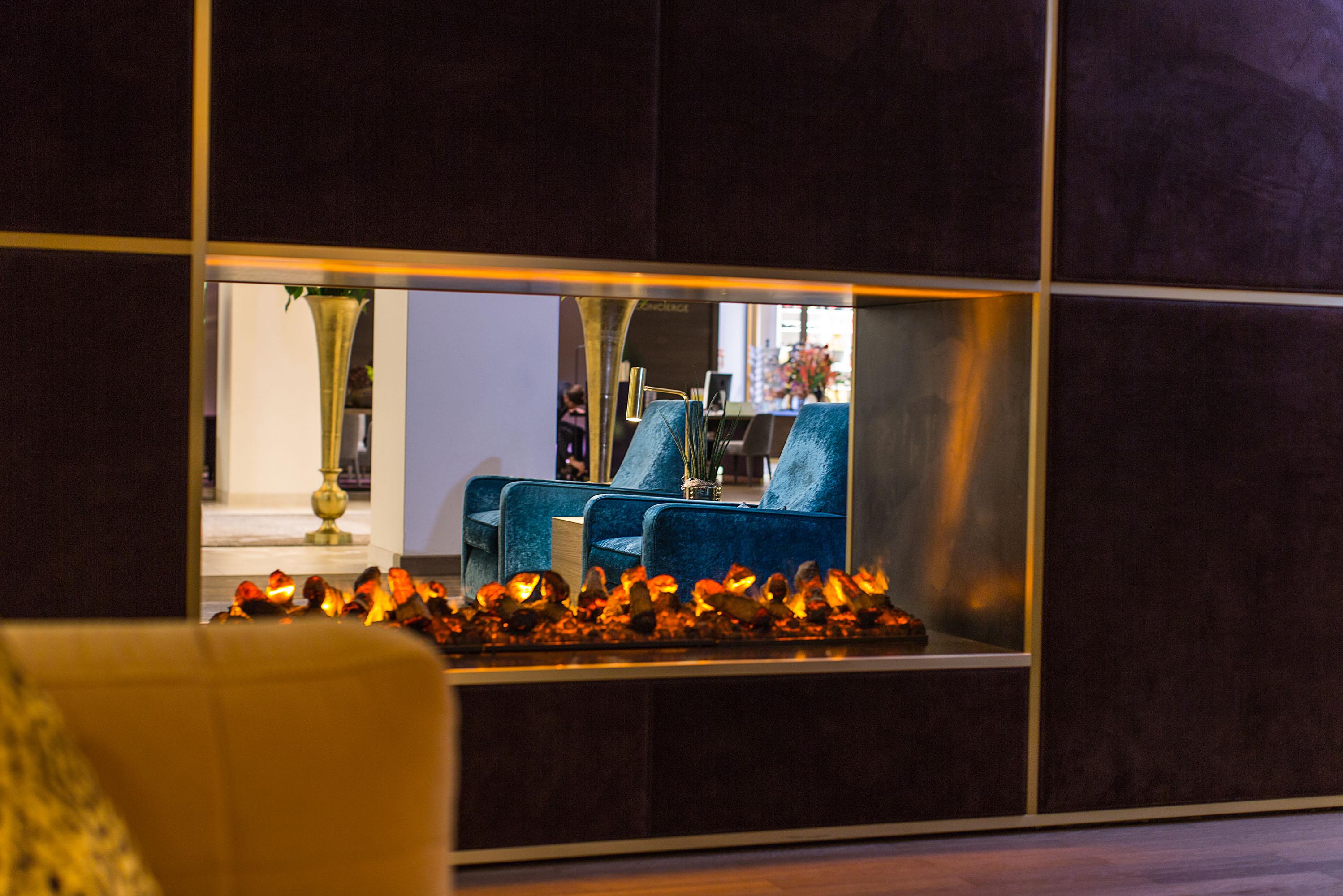 vienna house andels berlin lobby fireplace low hierwillicharbeiten. Black Bedroom Furniture Sets. Home Design Ideas